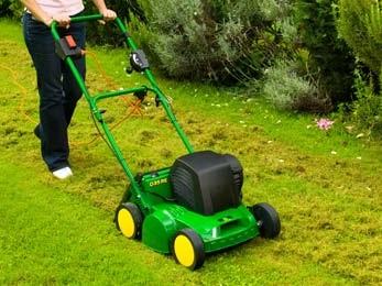 Wertykulator spalinowy dedykowany jest dla osób posiadających spory ogród i trawnik. Ma dużą moc, wystarczającą przy cięższych prac.