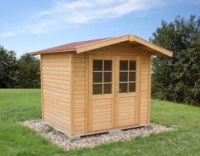 Domek ogrodowy wykonany z drewna.