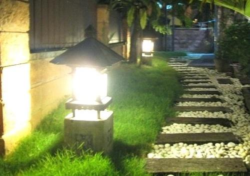 halogeny LED w ogrodzie