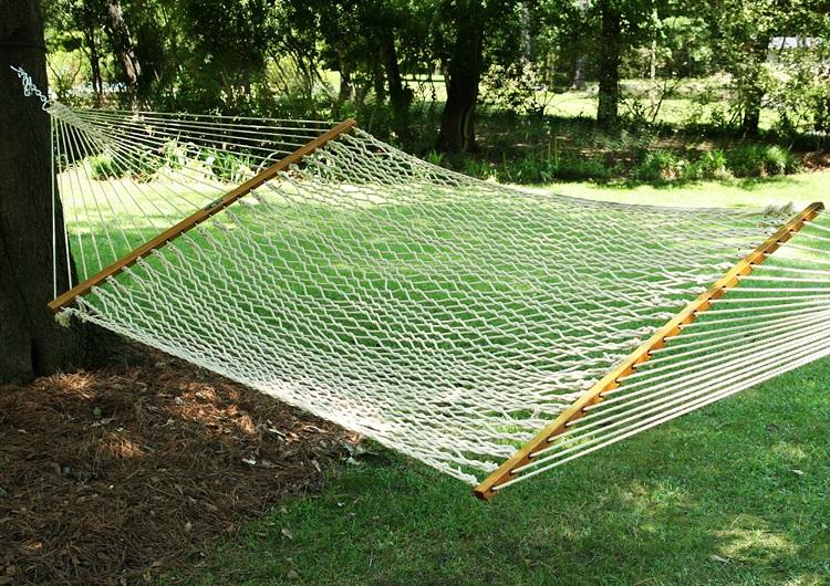 hamak ogrodowy linowy do zawieszenia między drzewami