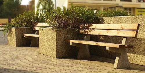 Jak wybrać ławkę parkową?