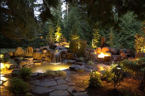 przepiękna dekoracja oświetleniowa ogrodowego skalniaka