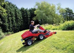 Wybieramy traktorek kosiarkę ogrodową. Jaki wybrać sprzęt samojezdny do koszenia trawy? Aktualizowany ranking traktorków