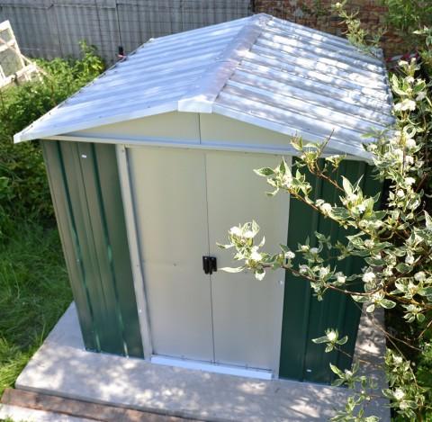 Popularny domek blaszany Yardmaster. Powierzchnia: 3,85 m2, wysokość: 1,9 m. Cena: niecałe 1500 zł.