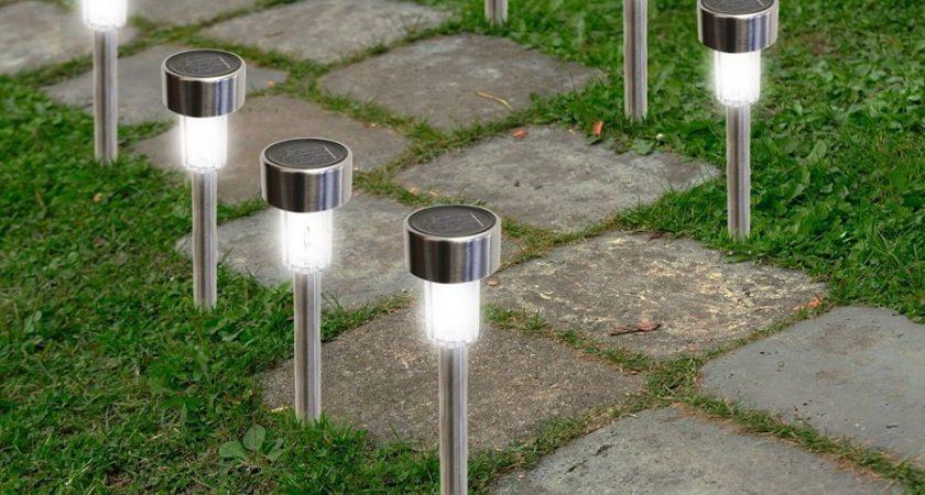 Na jaką lampę solarną się zdecydować w ogrodzie i obejściu domu? Aktualny ranking propozycji oświetlenia zewnętrznego